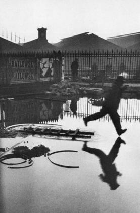Tras la estación St. Lazare, 1932. Henri Cartier-Bresson
