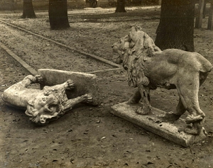 Manuel Álvarez Bravo. Los leones de Coyoacán. (1930)