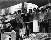 Maniquís riendo. 1930