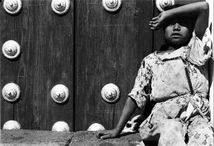 Muchacha viendo pájaros. 1931