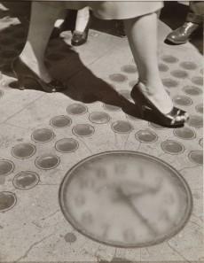 Ida Wyman. Sidewalk Clock, New York, 1947