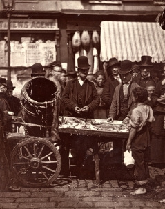 John Thomson. Cheap fish of St Giles(ca. 1873)