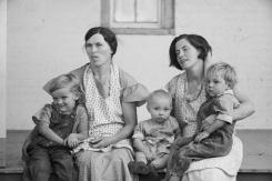 Mrs. Hallett and Mrs. Weber with their children, Tompkins County, New York, 1937 Arthur Rothstein -