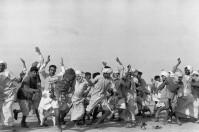 Refugiados realizando ejercicios, Kurukshetra, India 1947 Henri Cartier-Bresson