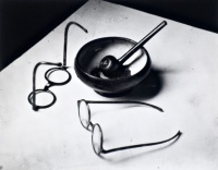 Andre-Kertesz-Mondrians-Pipe-and-Glasses-Paris1926-1024x804