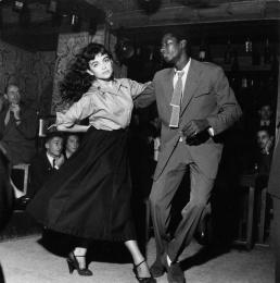 Be Bop en cave, Saint-Germain-des-prés, 1951 Robert Doisneau