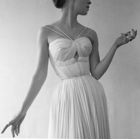 Drapé de Grès, Paris, 1955 Robert Doisneau