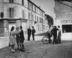 Sunday morning in Arcueil 1945 Robert Doisneau