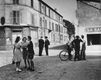 Sunday morning in Arcueil 1945 Robert Doisneau