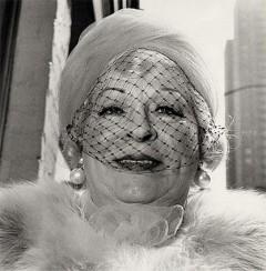 Woman in veil © Diane Arbus