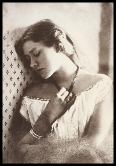 "Julia Margaret Cameron. ""Ellen Terry at Age Sixteen"" (Retrato, 1864) Legado de Guy Little. CIS:S.133:183-2007 © Victoria and Albert Museum, London"