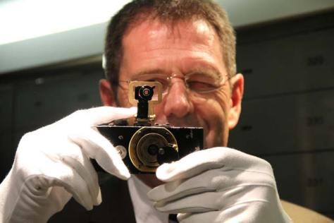 IMG_3752_white_gloves_Leica