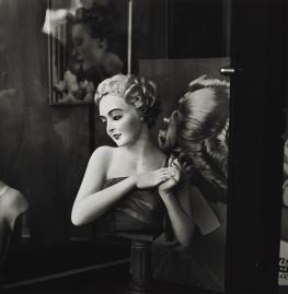 irving_penn_oscarenfotos_irving-penn-beauty-shop-large