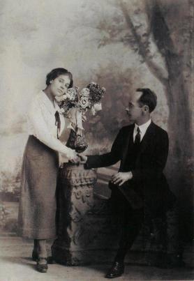 """Autor desconocido. Tina Modotti and Edward Weston, """"Aniversario, México 1924"""""""