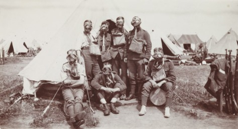 british-soldiers-wearing-gasmasks