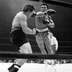 Ali vs Bonavena, Ali Lunging at Bonavena