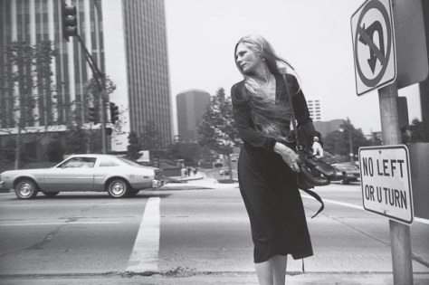 Garry Winogrand, Los Angeles, ca. 1980–83. © Estate of Garry Winogrand and courtesy Fraenkel Gallery, San Francisco_Garry_Winogrand_Women_Are_Beautiful_47