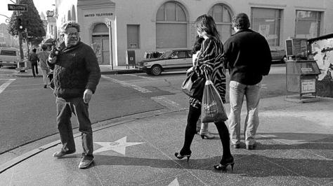 Garry Wiogrand al acecho en Los Ángeles. Fotografía por Ted Pushinsky.