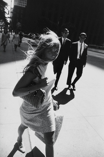 Garry_Winogrand_ Garry Winogrand, New York, 1965. (All photos © The Estate of Garry Winogrand, courtesy Fraenkel Gallery_43