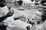 Garry_Winogrand_Dealey Plaza, Dallas, 1964_30