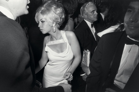 Garry_Winogrand_garry-winogrand-centennial-ball-metropolitan-museum-new-york-1969-web_111