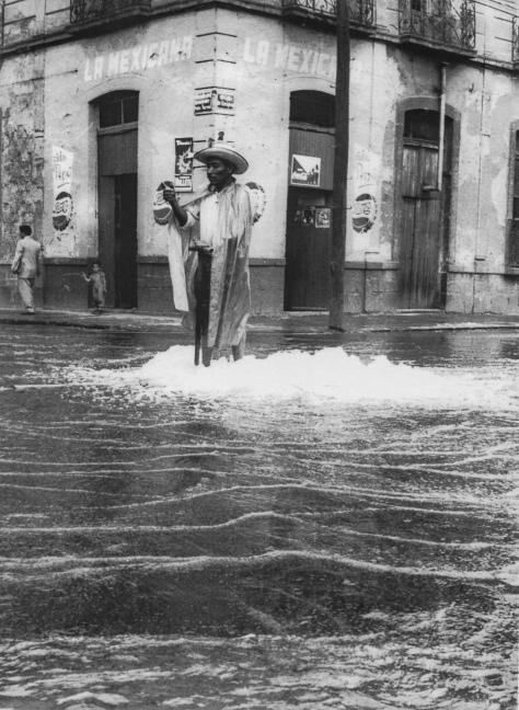 Héctor García.Tlaloc (Esquina de las calles Pedro Moreno y Zaragoza, colonia Guerrero, Ciudad de México, 1960)