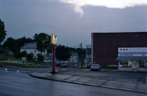 gregory-crewdson-untitled-rbs-automotive-e28098beneath-the-roses_-2007