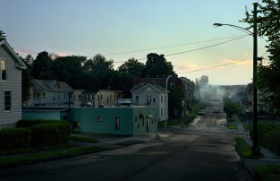 gregory_crewdson_beneath_the_roses_2