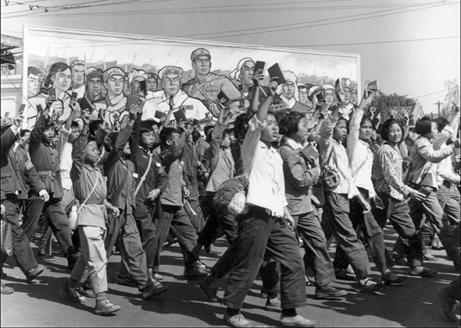 Estudiantes miembros de la Guardia Roja (1966).