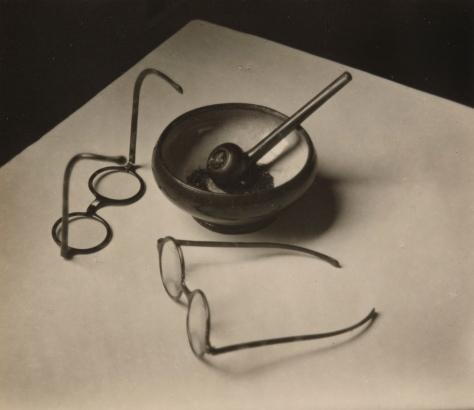André Kertész. La pipa y los anteojos de Mondrian, París (1926)