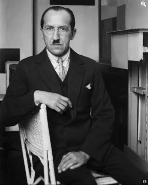 André Kertész. Piet Mondrian en su estudio(1926) Photographie Paris, Médiatheque de l'Architecture et du Patrimoine. © Ministere de la Culture - Médiatheque du Patrimoine, Dist RMN - © André Kertéz