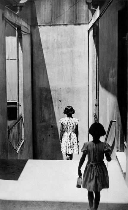 Sergio Larrain. CHILE. Valparaiso. Passage Bavestrello. 1952.