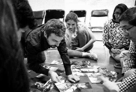 Jordi Pizarro en un ejercicio de edición fotográfica con alumnos de la Universidad Panamericana (Cd. de México)