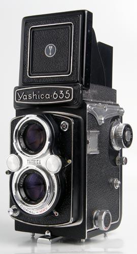 Yashica 635, similar a la que usaba Francesca Woodman.