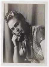 """Fotógrafo no identificado. Frida Kahlo. En la fotografía figura la inscripción """"Frida furiosa"""""""