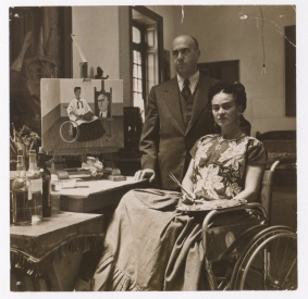 Fotógrafo no identificado. Frida Kahlo con el Dr. Juan Farill