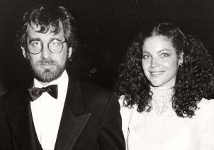 Steven Spielberg y Amy Irving 56th Annual Academy Awards Dorothy Chandler Pavilion Los Angeles, California United States April 9, 1984 Photo by Ron Galella, Ltd./Ron Galella/WireImage.com To license this image (8257143), contact WireImage.com