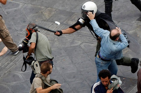 Policemen beat up photographer during demonstration in Athens