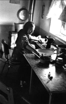 MEXICO. La Batea Colony, Zacatecas. 1992. Jacob Dyck's wife sewing with her daughter Katarina at her knees. Many Mennonites have left Mexico due to poverty in hopes of finding seasonal farm in North America.