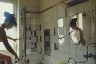 Käthe se da un baño. Berlín occidental, 1984