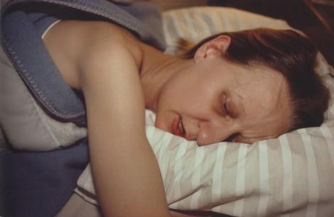 Suzan en la cama de sus padres, Swampscott, Massachusetts, 1985