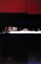 Saul Leiter Through Boards, ca. 1957 © Saul Leiter Courtesy: Saul Leiter, Howard Greenberg Gallery, New York. Aus der Ausstellung SAUL LEITER - RETROSPEKTIVE im Haus der Photographie in den Deichtorhallen, 3.2.2012 - 15.4.2012.