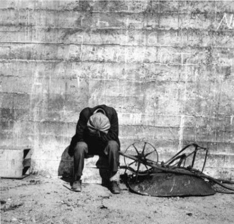 dorothea_lange_against_the_wall