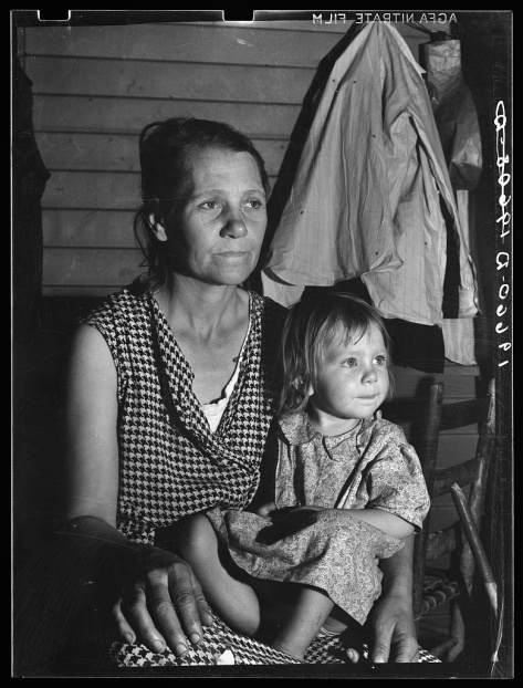 dorothea_lange_Tulare County. Farm Security Administration camp (FSA) for migratory agricultural workers at Farmersville. Mother and child, come to California from Oklahoma. They have si