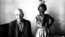 Una de las fotografías del fotógrafo sudafricano David Goldblatt. Vertical