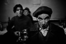 TURKEY. 1959. Drunk man in a bar at Tophane.