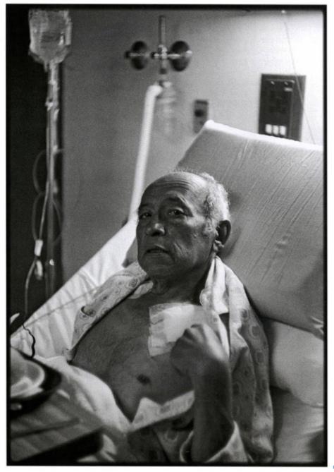 Nacho López convalece en el Hospital Mocel, ciudad de México, 1986.